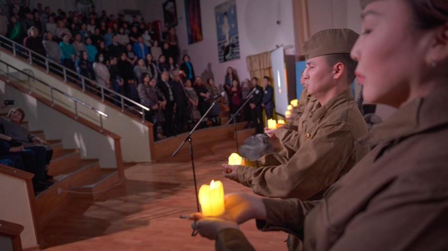 Помним, любим, гордимся. ТЮЗ и ЯГСХА открыли Год памяти и патриотизма