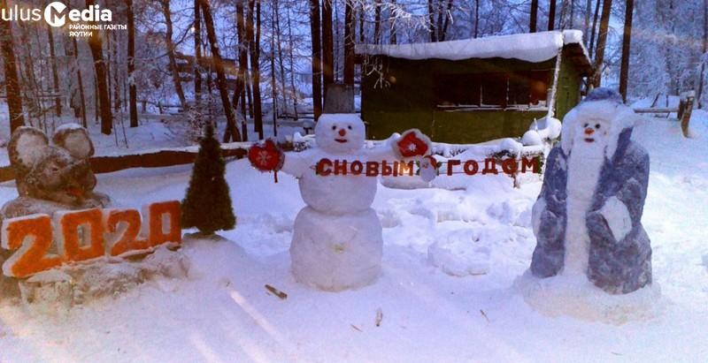 Жители арктического района Якутии украсили свои села скульптурами из снега и льда