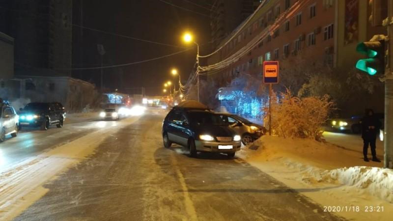 За выходные в Якутске и его пригородах зарегистрировали два ДТП с пострадавшими
