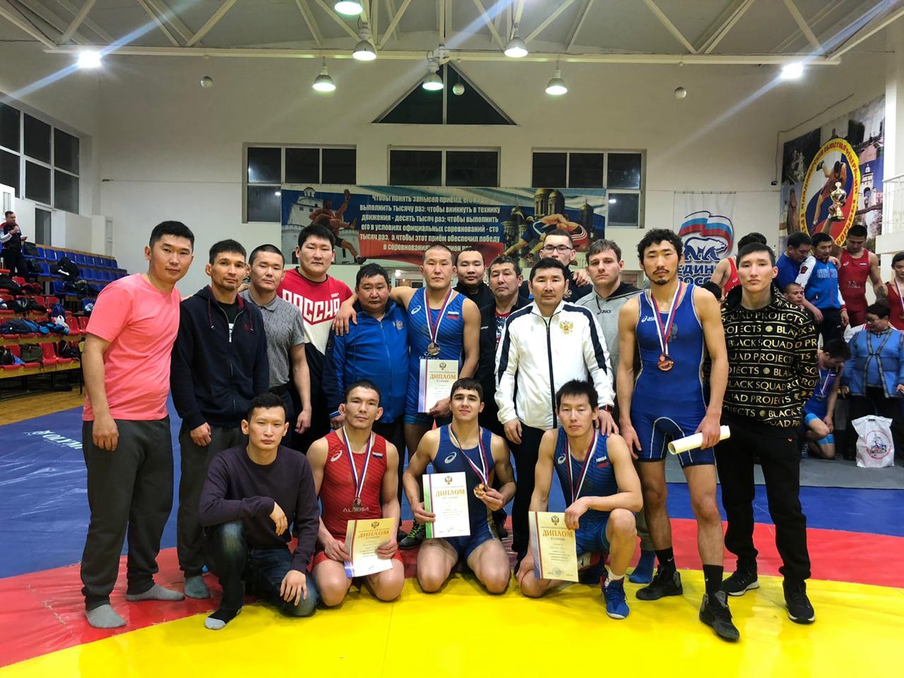 Пять медалей чемпионата России по вольной борьбе принесли якутские спортсмены