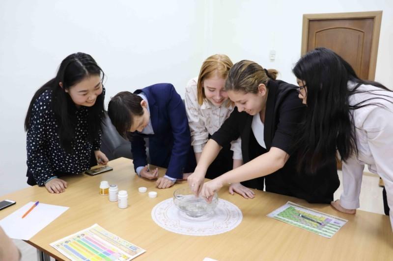 Через игру к знаниям. Молодые ученые провели квест для школьников города Якутска