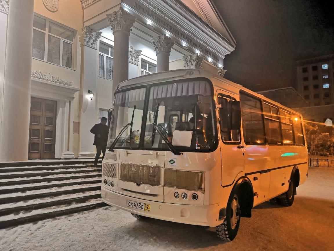 Театру юного зрителя подарили автобус для гастролей