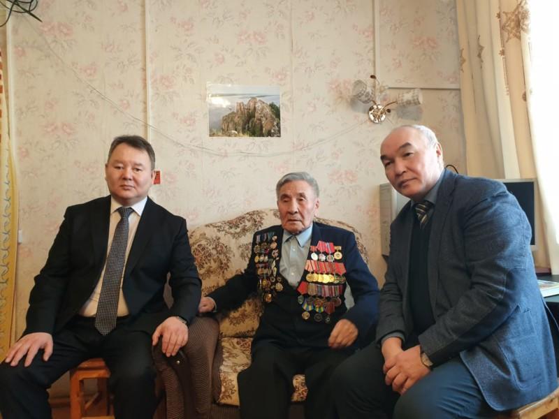 Алексей Стручков в Вилюйском районе встретился с ветераном войны