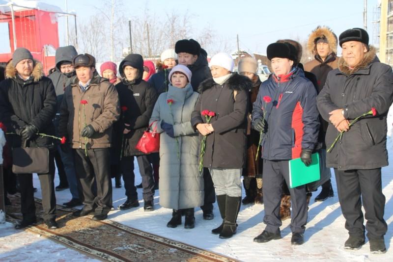 В Нюрбе профсоюзные лидеры почтили память государственного деятеля Степана Васильева