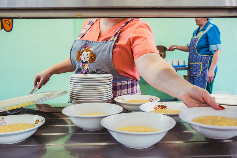 Российские школьники назвали самые нелюбимые блюда в столовых