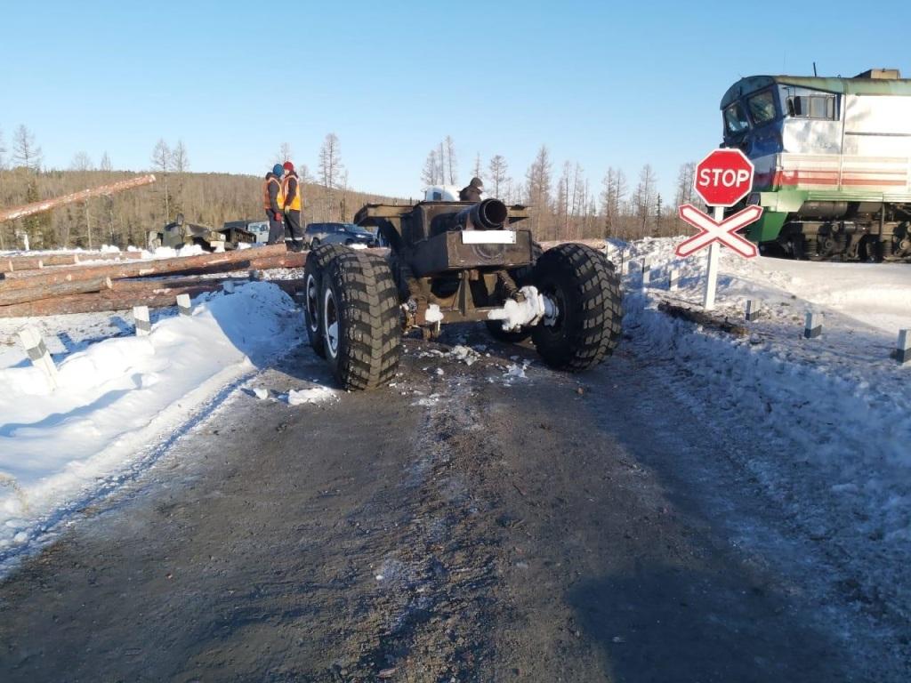 Остановился двигатель. Подробности ДТП в Алданском районе с участием поезда и лесовоза