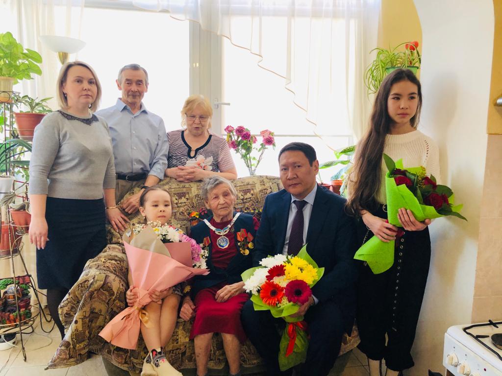 Вековой юбилей отметила старейшина Якутска Лидия Владимирова