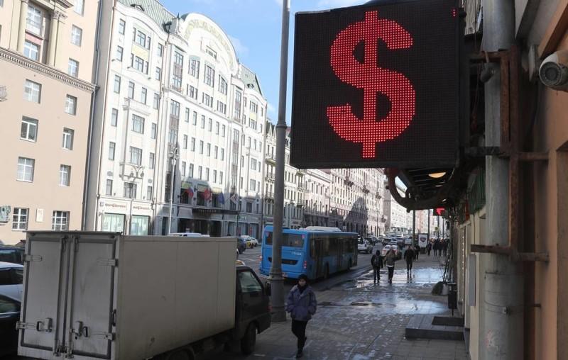 Курс доллара превысил 81 рубль впервые с 26 января 2016 года
