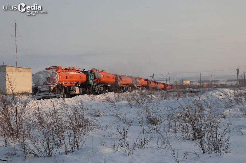 На Нижнеколымской нефтебазе отгрузили 21 машину топлива