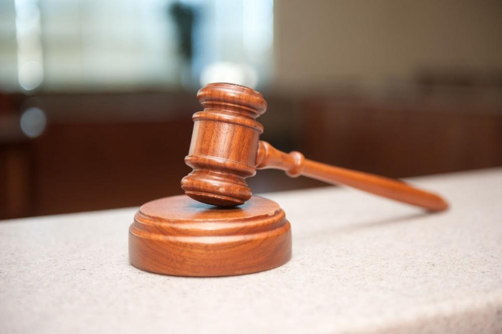 В Якутии начальник и оператор почтового отделения осуждены за хищения