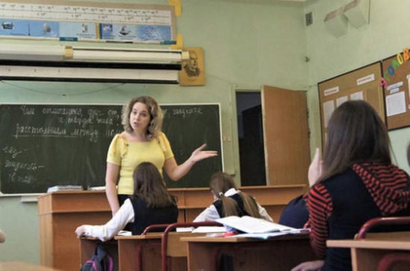 Минпросвещения планирует расширить льготы для педагогов на селе