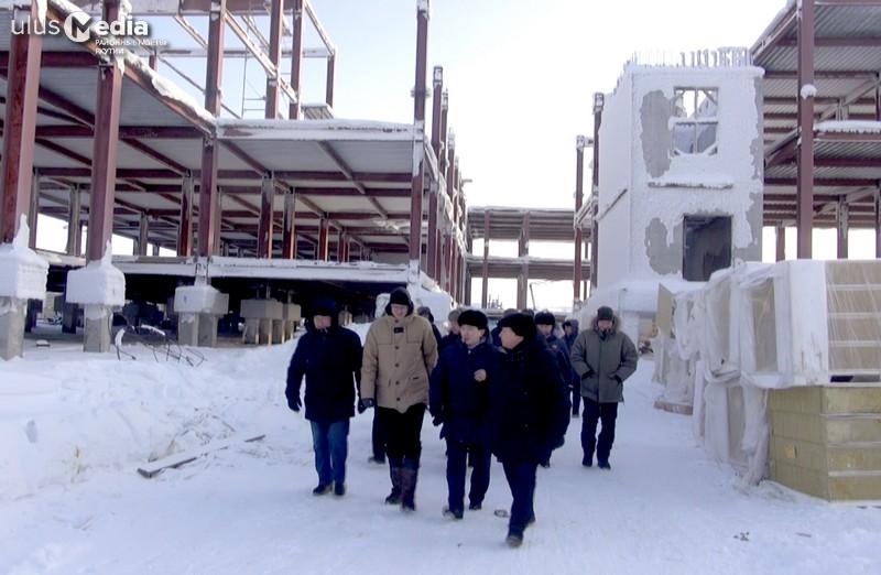 Председатель правительства Якутии посетил объекты поселка Чокурдах