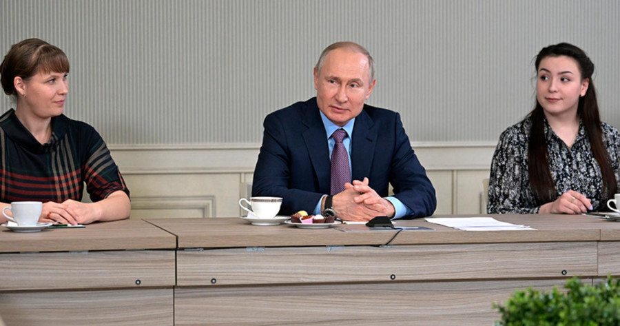 Поправки в Конституцию вносятся минимум лет на 30, заявил Путин