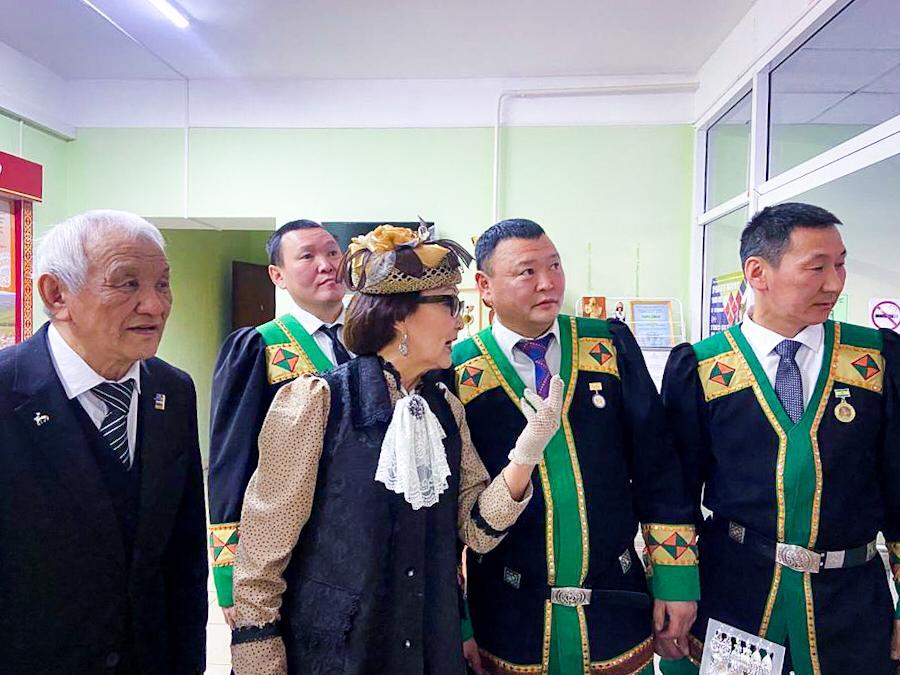Народная дипломатия в действии. В Ытык-Кюеле открыли выставку сербского фотографа об Ысыахе