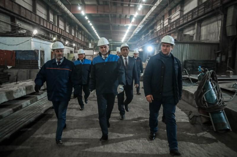 Кирилл Бычков посетил производственные цеха АО «ДСК»