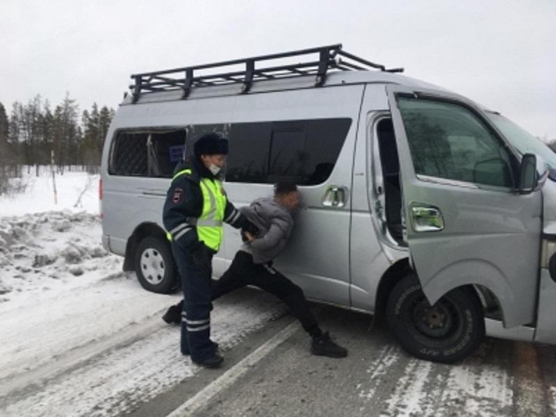 В Якутии пьяный водитель пытался сбежать от сотрудников ГАИ