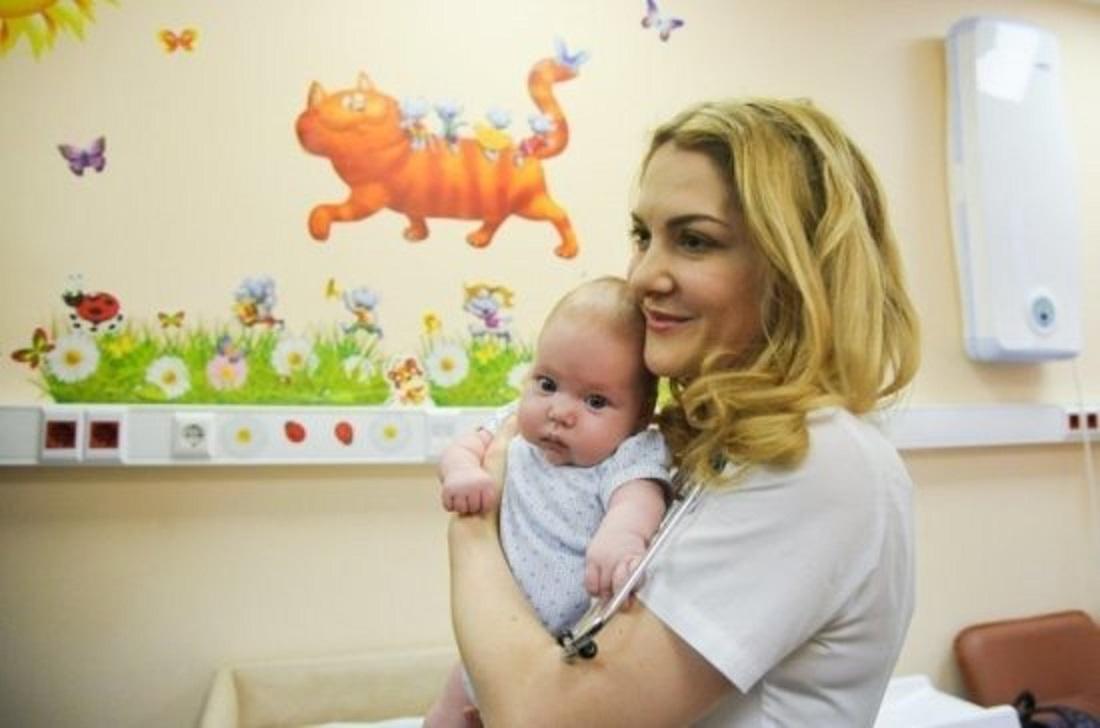 В больницах будущим мамам помогут избежать депрессии и оформить все выплаты