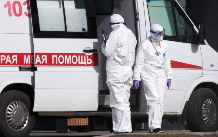 Путин предложил продлить на октябрь порядок доплат медикам за работу с коронавирусом