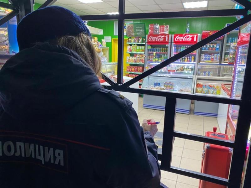 В Якутске выявили нарушения продажи алкоголя в двух магазинах и задержали бутлегеров