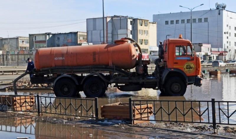 Предприятиям блока ЖКХ и управам Якутска поручено усилить работы по откачке талых вод
