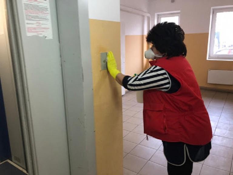 Роспотребнадзор рекомендует регулярную санобработку мест общего пользования в многоквартирных домах