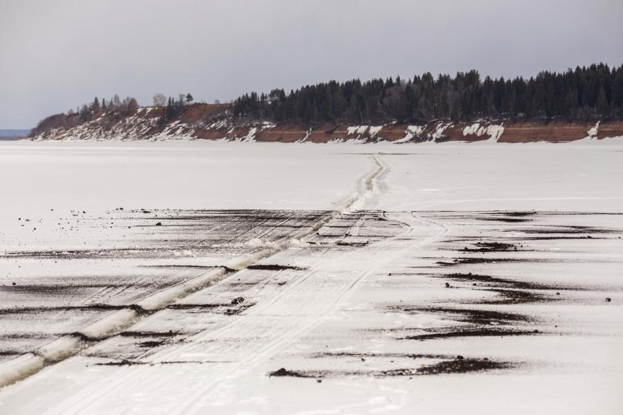 В Якутии проверяют гидротехнические сооружения в преддверии сезонного половодья и чернят лед