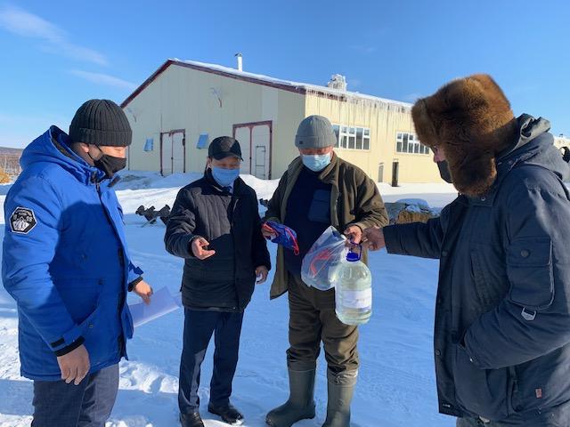 Сотрудникам племенного хозяйстваСХПК «Мындагай» передали защитные маски