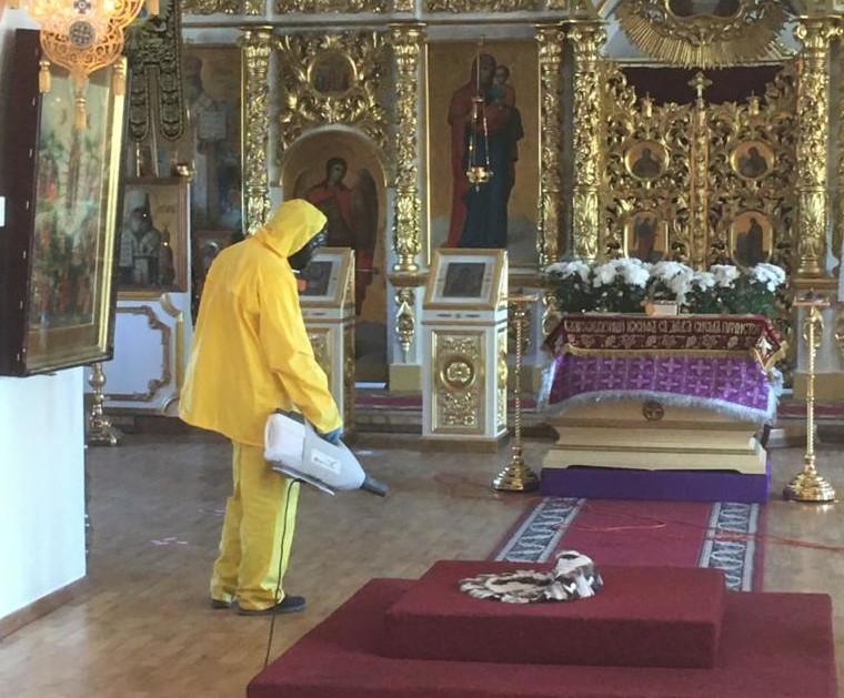 В Якутске провели дезинфекцию Преображенского собора