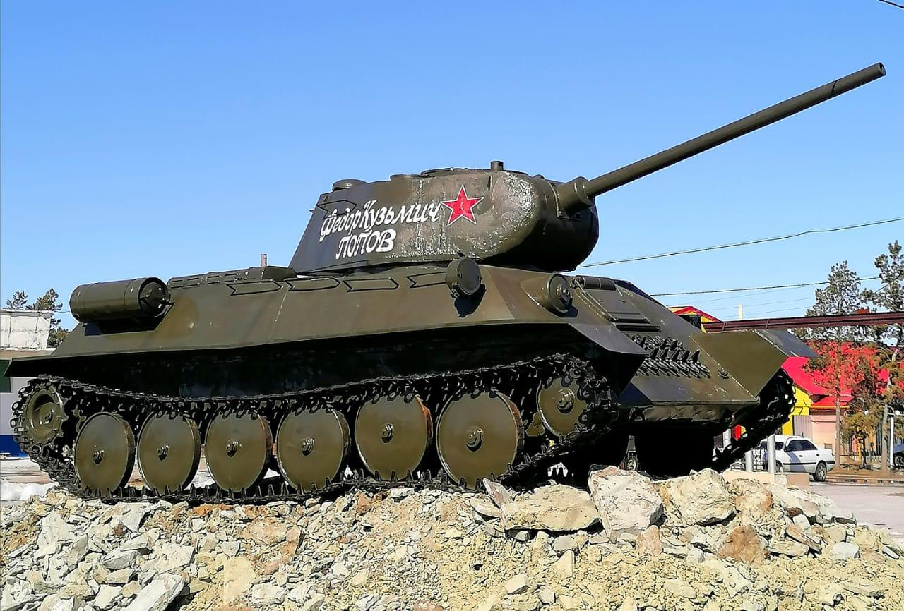 Т-34 в Нижнем Бестяхе. Макет легендарного танка установили в память о Победе и герое Федоре Попове