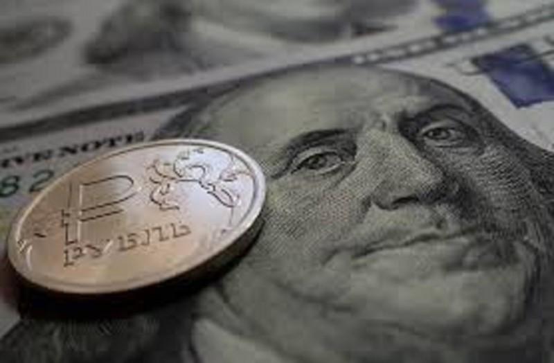 Курс доллара на открытии торгов Мосбиржи опустился до 77,36 рубля