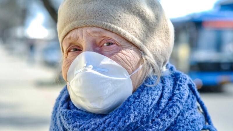 Частные медучреждения получат гранты на уход за пенсионерами в изоляции из-за пандемии