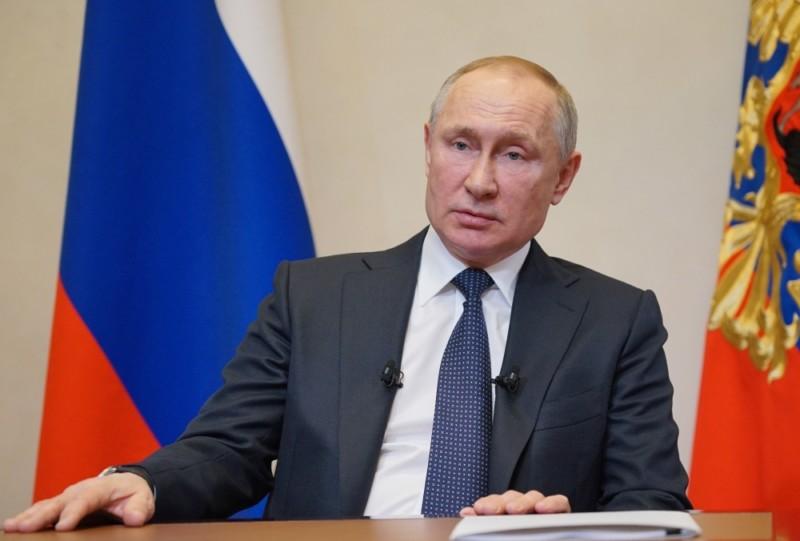 Путин подписал указ о выплатах семьям с детьми по 5 тысяч рублей на ребенка
