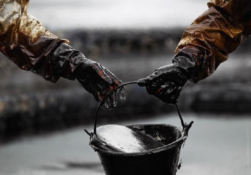 Цена нефти Brent ускорила снижение до $28,4