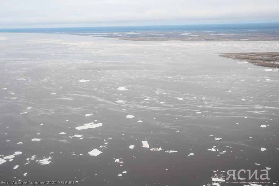 На реке Лене у Якутска лед стоит, у Табаги - редкий ледоход