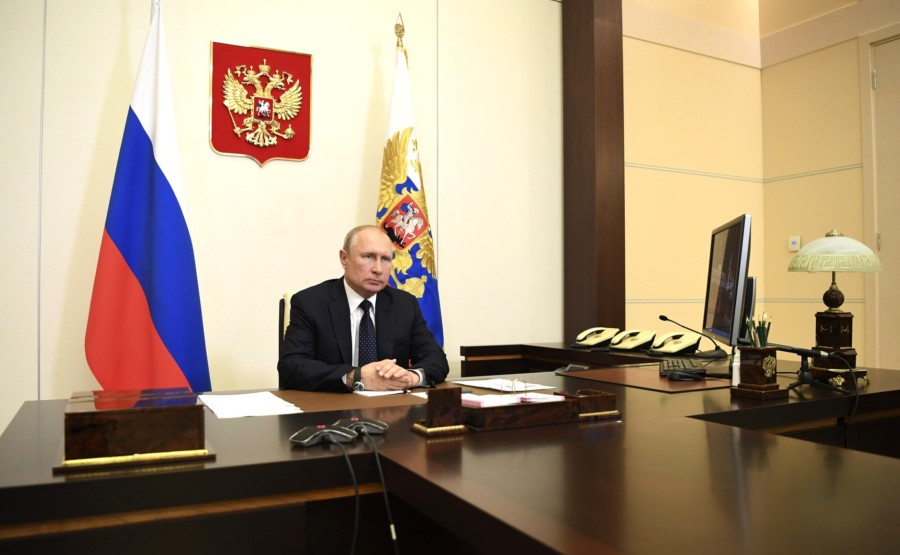 Путин напомнил о введении обязательного государственного страхования жизни и здоровья медработников