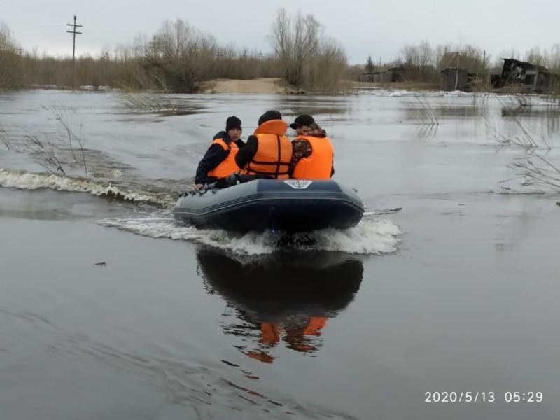 В пригороде Якутска вода продолжает подниматься