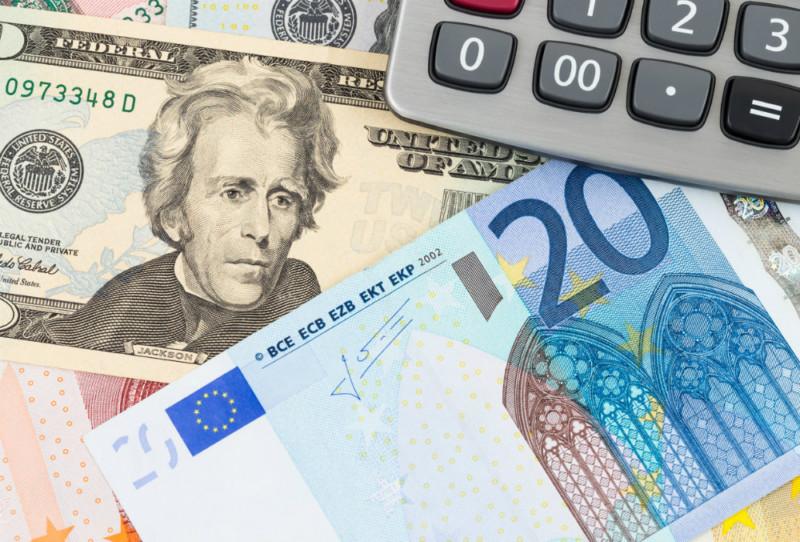 Курсы доллара и евро упадут до новых минимумов в ближайшие дни