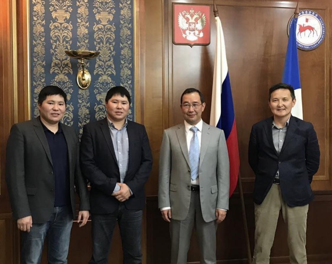 Пример для всех. Айсен Николаев присудил государственные награды предпринимателям
