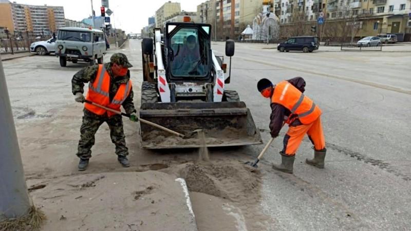 В Якутске продолжаются плановая уборка пыли и ямочный ремонт улиц