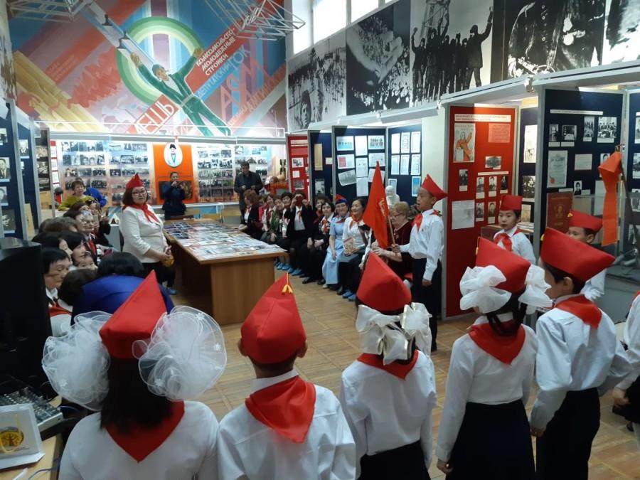 С Днём пионерии! Поздравляет Союз детских общественных объединений Якутии
