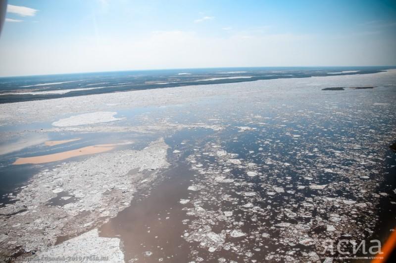 Айсен Николаев: На Лене сделаны четыре подрыва, движение льда началось