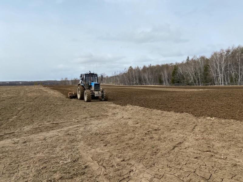В Хангаласском улусе начались весенне-полевые работы
