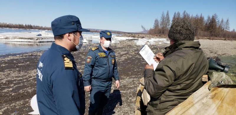 Инспекторы ГИМС патрулируют береговые линии рек в Якутии