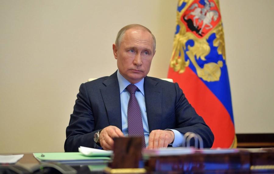 Путин поручил до 20 апреля доложить о ситуации с зарплатами бюджетников