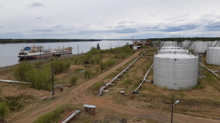 АО «Саханефтегазсбыт» начал завоз нефтепродуктов по реке Вилюй
