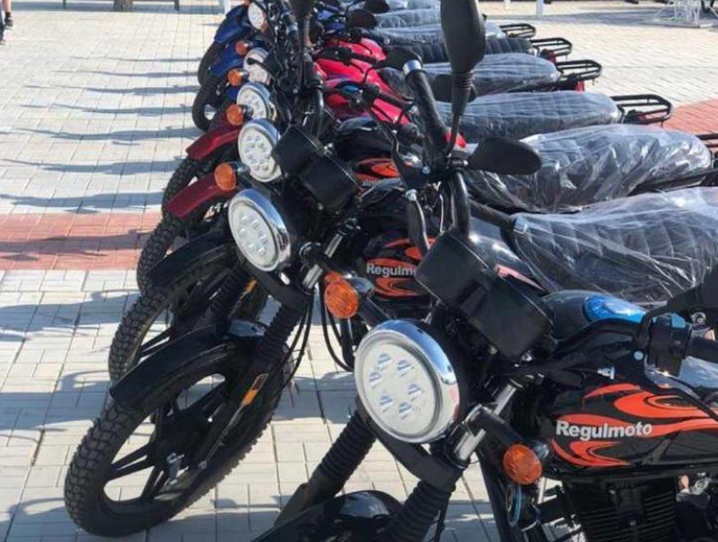 Специалистам управления сельского хозяйства Верхневилюйского улуса вручили мотоциклы