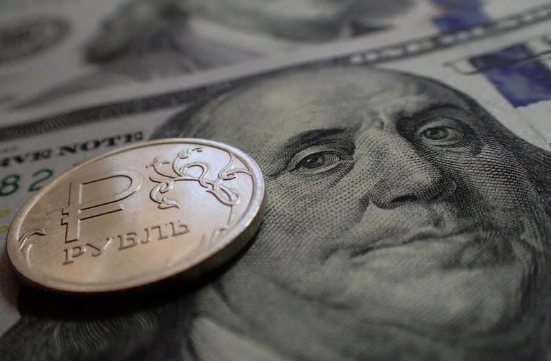 Курс доллара на открытии торгов Мосбиржи поднялся до 69,66 рубля