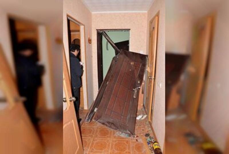Две якутянки вышибли дверь квартиры женщины. Одна обнаружила там своего мужа