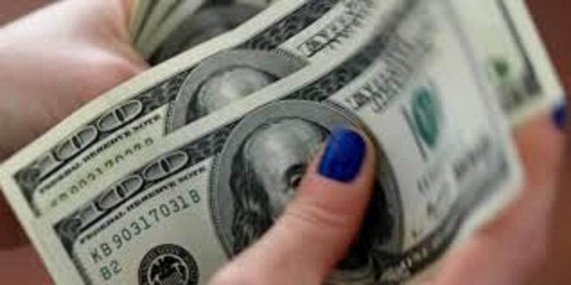 Курс доллара вырос до 69,74 рубля