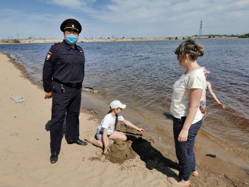 В Якутии сотрудники транспортной полиции провели профилактический рейд на воде